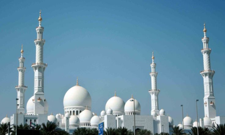 sheikh Zayed grand mosque from the road